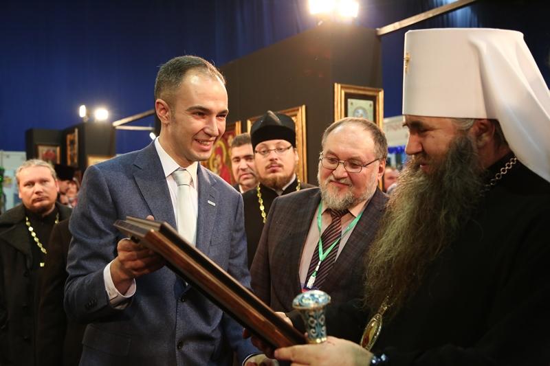Митрополит Нижегородский и Арзамасский Георгий осматривает работы компании